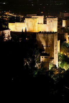 #laAlhambradeldia 50  Una vista distinta de la Alhambra desde la silla del moro.  http://www.flickr.com/photos/salvadorfornell/531762899/