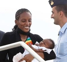 """""""Meriam Ibrahim lands in Italy, on way to US; Update: Meets with Pope Francis"""" http://feedly.com/e/qMl5y1NZ"""