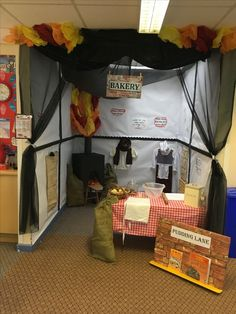 Amazing Pudding Lane role play area, perfect for teaching about The Great Fire of London! Maths Display, Class Displays, Classroom Displays, London Activities, Eyfs Activities, Infant Activities, Role Play Areas Eyfs, Ks1 Classroom, Classroom Ideas