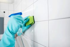 How to clean bathroom? Cleaning those hard water stains, soap scum,etc are difficult for most of us. These bathroom cleaning hacks will make cleaning easy. Cleaning Bathroom Tiles, Bathroom Flooring, Kitchen Cleaning, Deep Cleaning, Spring Cleaning, Cleaning Tips, Cleaning Recipes, Diy Cleaning Products, Cleaning Solutions
