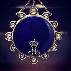 REPOST!!!  Breguet lovers will recognize this rare piece of art at a glance 🙏💙 . . . #picoftheday #paris #watches #montres #watchfam #watchoftheday #watchcollector #dailywatch #watchofinstagram #art #breguet #horology #hautehorlogerie #diamonds #blue #love #beautiful #follow4follow #instagood #history #napoleon #photographer #museum #jewelry #gems #highjewelry #craftmanship #collection #watchanish #hodinkee  repost | credit: ID @dadou.srt (Instagram)