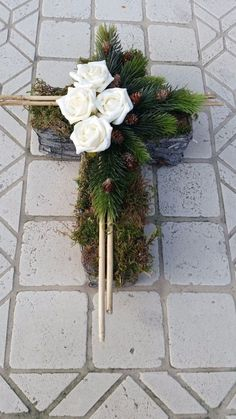 Grabgesteck,Grabaufleger, Kreuz,Trauerfloristik, Gedenkfloristik