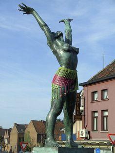 Yarn Bombing in Mechelen