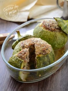 Zucchine tonde ripiene di carne Antipasto, Vegetable Recipes, Italian Recipes, Baked Potato, Zucchini, Buffet, Appetizers, Food And Drink, Cooking Recipes