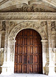 Colegio Fonseca, Salamanca. Puerta de entrada a la Capilla.