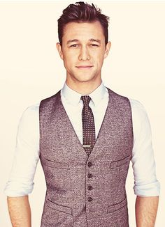 42 Things That Prove That Joseph Gordon-Levitt Is The Perfect Man. I promise I'm pinning this for the clothes. Joseph Gordon Levitt, Jon Gordon, Look At You, How To Look Better, Gorgeous Men, Beautiful People, He's Beautiful, Beautiful Person, Suit Fashion