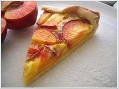 Tarta cu nectarine si crema de oua Sweet Desserts, Hawaiian Pizza, Cakes And More, Vegetarian, Food, Drinks, Brewery, Drinking, Beverages