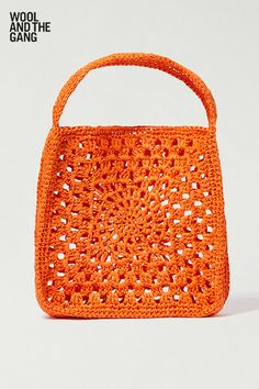 The Vadella bag by Wool and the Gang is made from Ra-Ra raffia. This intermediate crochet kit is the perfect project for any crafter looking for their next challenge. Crochet Mitts, Crochet Stitches, Crochet Hooks, Crochet Bags, Hand Accessories, Crochet Accessories, Wool And The Gang, Wool Wall Hanging, Tejidos