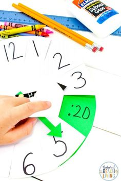 How to Teach Telling Time DIY Paper Clock Activity, Use this learning clock to help teach your kids to tell time. It perfect for easy hands on Teaching Time Activities, Telling Time Activities and Fun Ways to Teach Time Telling Time For Kids, Telling Time Activities, Math Activities For Kids, Teaching Time, Teaching Skills, Group Activities, Preschool Ideas, Math Games, Summer Activities