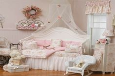 What little girl wouldn't like this room!  Gorgeous!