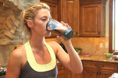 Body-Sculpting Protein Shakes Your Tongue Will Love} Will try. Need some new morning shake ideas Smoothie Drinks, Healthy Smoothies, Healthy Drinks, Get Healthy, Healthy Tips, Healthy Choices, Smoothie Recipes, Healthy Eating, Protein Shakes