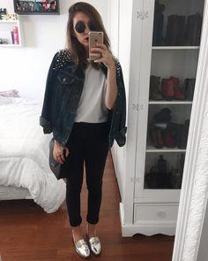 yaah_O ~truque de styling~ de hoje foi dobrar a barra da calça! Fica bem mais legal pra usar com sapatilhas, mocassins e sandálias. Completei o look com jaqueta jeans e batom roxo #7lookschallenge yasmim fassbinder 7 looks challenge