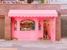 Music Shake, Raw Photo, Pink Room, Facade Design, Everything Pink, Booth Design, Aesthetic Food, Diy Hairstyles, Interior And Exterior