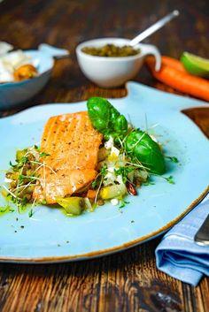 stuttgartcooking: Lachs auf einem lauwarmen Linsen-Salat mit Birne/Schafskäse/Kresse/Wurzelgemüse