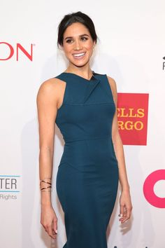 Meghan Markle Photos Photos - Model Meghan Markle attends the Elton John AIDS Foundations Annual An Enduring Vision Benefit at Cipriani Wall Street powered by CIROC Vodka on October 28 2014 in New York City. - Annual An Enduring Vision Benefit Estilo Meghan Markle, Meghan Markle Stil, Meghan Markle Dress, Meghan Markle Photos, Elton John Aids Foundation, Prinz Harry, Prince Harry And Megan, Princess Meghan, Royal Fashion