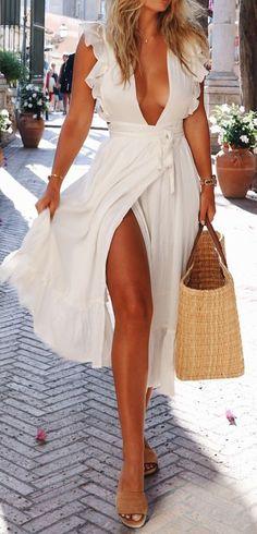 Idée et inspiration look d'été tendance 2017   Image   Description   Beautiful wrap dress with ruffle…channelling summer vacation!