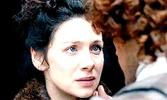Jamie and Claire kiss... *sigh*