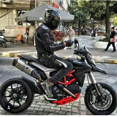 @ducatinsta ➖➖➖➖➖➖➖➖➖➖➖➖➖➖➖ #2wheelslovers #Motorcycle #instamotogallery #ducati #bikelife #moto #motogp #sportbike #superbike #instamotorcycle #instamoto #pistonaddictz #bikeswithoutlimits #sportsbikelife #r1 #honda #yamaha #kawasaki #suzuki #mvagusta #cbr600rr #r6 #s1000rr #bikenight #yzf #yamahar1 #rideout #motogp2016 #bikerchick  #harleydavidson
