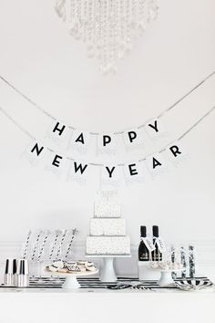 New Year's Eve 2019 : {HGTV} Free Printable Chevron Invitations & Favor Tags in 6 Colors - Quotes Boxes Nye Party, Party Time, Deco Nouvel An, Silvester Diy, New Years Eve Decorations, New Year's Eve Celebrations, Happy New Year 2019, Happy New Year Deko, New Years Eve Party
