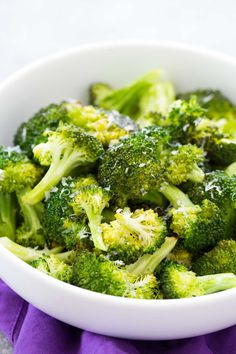 How to roast broccoli in your oven. An easy roasted broccoli recipe with garlic and Parmesan cheese options. A healthy side dish for any meal! #healthyrecipes #broccoli #sidedish #healthyfood
