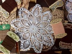Doily crochet, La Lita Art&Craft, Bogor -Indonesia Doilies Crochet, Bogor, Hand Fan, Straw Bag, Arts And Crafts, Fashion, Moda, Crochet Doilies, Fashion Styles