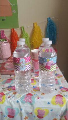 Peppa Pig water Pig Party, Baileys, Peppa Pig, 3rd Birthday, Water Bottle, Drinks, 3 Year Olds, Drinking, Beverages