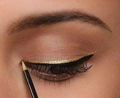 Pra iluminar o olhar que tal delinear com dourado, além do habitual preto? Fica lindo! #MakeUp
