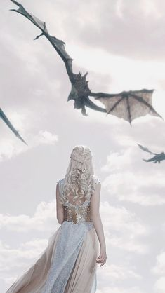 Daenerys Targaryen ( mother of dragons) Dessin Game Of Thrones, Arte Game Of Thrones, Game Of Thrones Dragons, Game Of Throne Actors, Game Of Throne Daenerys, Winter Is Here, Winter Is Coming, Game Of Thones, Mother Of Dragons