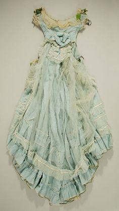 Dress-up Vintage beauty dress Vintage Gowns, Vintage Outfits, Vintage Fashion, Historical Costume, Historical Clothing, Fru Fru, Costume Institute, Inspiration Mode, Antique Clothing
