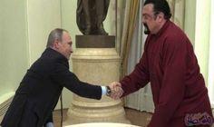 بوتين يسلم الممثل الأميركي ستيفن سيغال جواز…: قدم الرئيس الروسي فلاديمير بوتين جواز سفر روسي لنجم هوليوود ستيفن سيغال. وكان سيغال،الحاصل…