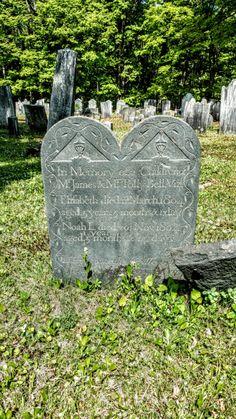 En la memoria de los dos hijos de James y Polly Bell, que ambos murieron en 1804.