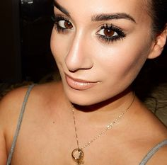 Amrezy Palette 3/4: Simple & Sexy - Look of the Day - Vice N Virtue Style www.vicenvirtuestyle.com