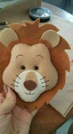 Wizard of oz Baby Crafts, Diy And Crafts, Peluche Lion, Felt Crafts Patterns, Needle Felting Tutorials, Felt Christmas Decorations, Felt Diy, Animal Crafts, Stuffed Animal Patterns