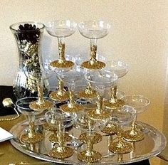 Learn how to make easy New Years Eve Party Decorations - Great Gatsby Theme. You can buy all the supplies you need at your local dollar store including gold spray paint, vases, pearl necklaces, gold glitter etc New Years Eve Party Ideas Food, New Years Eve Decorations, New Years Party, Ideas Party, Party Banner, Birthday Party Decorations, Party Themes, Party Favors, Diy 1920s Party Decorations