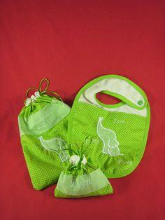 sac à doudou, bavoir et poche à tétine personnalisés Baby Shoes, Lunch Box, Creations, Kids, Clothes Crafts, Gifts, Bag, Young Children, Boys