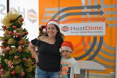 Carolina del área de ventas y su hijo sonrientes para #Navidad