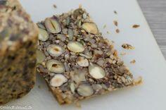 Husets paleo-brød :http://mindfulmad.dk/husets-lchf-paleo-brod/