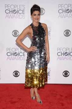 Priyanka Chopra, teach us your ways! The actress looked stunning on the 2016 People's Choice Awards red carpet