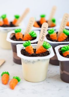 Spring Pudding Cups …such a fun dessert for the kids to make on Easter. All you need is pudding cups, crushed cookies, gummy carrots and wooden spoons.