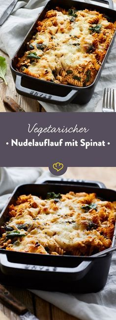 Fussili, Spinat, Pinienkerne und Feta in Tomatensauce - besser kann es deinen Auflauf nicht treffen. Nur der schmelzende Mozzarella macht es noch besser.