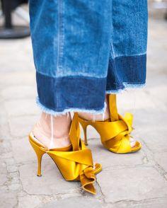 A britânica Suzanne Middlemass é uma fotógrafa de moda baseada em Londres. Ultimamente ela tem registrado o street style de algumas das principais semanas de moda do mundo. Para títulos como Elle, Vogue, GQ e Glamour, ela já capturou o estilo de rua das semanas de Nova York, Londres, Milão, Paris, Berlin e Copenhagen. Middlemass acredita que a construção de um look começa por baixo. Por isso, em suas andanças pelas semanas de moda, o que mais te chama atenção em um look são sapatos…
