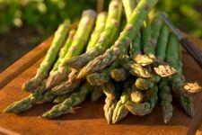 Creamy potato and Asparagus soup! Asparagus Spears, Asparagus Salad, Asparagus Recipe, Fresh Asparagus, Planting Vegetables, Organic Vegetables, Fruits And Vegetables, Veggies, Gourmet