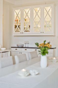 Meny vitrinskåp | Ballingslöv LOCATION: Etagelägenhet i Uppsala