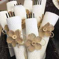 Use paper towels for cute and functional plasticware bundles for your next party! AD Use paper towels for cute and functional plasticware bundles for your next party! Burlap Projects, Burlap Crafts, Diy And Crafts, Rustic Napkin Holders, Rustic Napkins, Paper Towel Crafts, Paper Towels, Thanksgiving Decorations, Christmas Decorations
