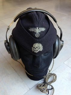 SS Panzer cap and headphones Military Photos, Military Art, Military History, Military Fashion, Ww2 Uniforms, German Uniforms, Camouflage, Uniform Insignia, Accessories