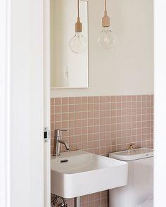 house to home Retro Bathrooms, Dream Bathrooms, Beautiful Bathrooms, Modern Bathroom, Small Bathroom, Bathroom Inspo, Bathroom Layout, Bathroom Interior Design, Bathroom Inspiration
