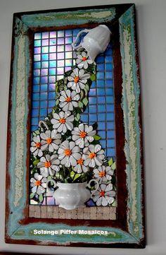 Mosaic Artwork, Mosaic Wall Art, Mirror Mosaic, Mosaic Glass, Mosaic Tiles, Vitromosaico Ideas, Pine Cone Art, Mosaic Stepping Stones, Mosaic Flower Pots