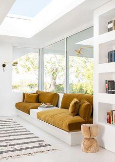 Retro Sunken Living Room Design Inspiration chic, built-in sofa inspiration Sunken Living Room, My Living Room, Living Room Furniture, Living Spaces, Modern Furniture, Antique Furniture, Rustic Furniture, Furniture Plans, Outdoor Furniture