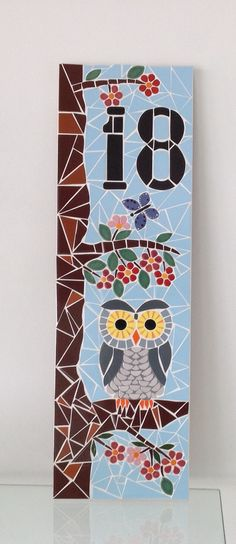 Placa mosaico Owl Mosaic, Mosaic Pots, Mosaic Birds, Mosaic Garden, Mosaic Glass, Stained Glass Designs, Mosaic Designs, Mosaic Patterns, Mosaic Crafts