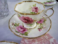 "Royal Albert ""American Beauty Rose"""